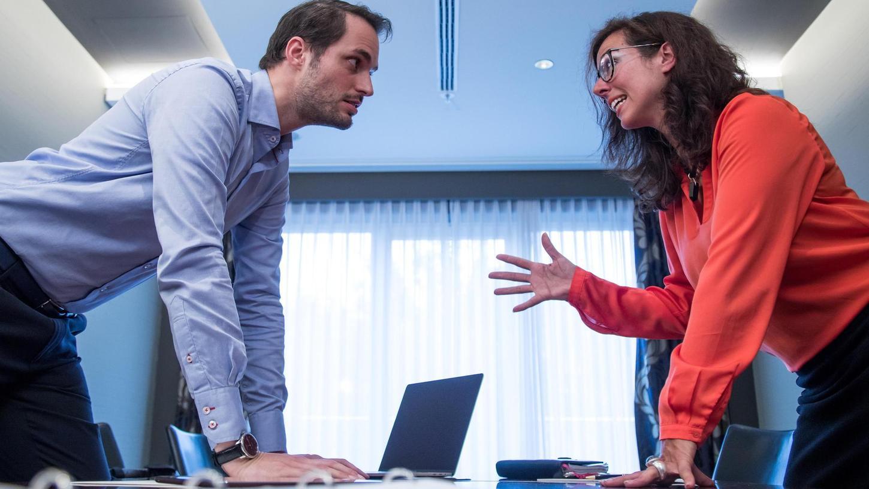 Eine Verhandlung ist nichts anderes als ein Konflikt. Kochen die Emotionen allerdings so hoch wie auf diesem Foto, dürfte es mit dem höheren Gehaltswunsch eher schwierig werden.
