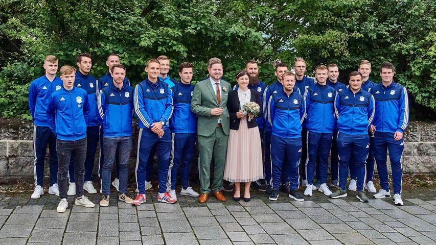 Michael und Corinna Drummer haben geheiratet - und der TSV Ebermannstadt hat herzlich gratuliert.