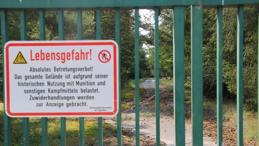Das Betreten ist strengstens verboten und das 150 Hektar große Areal komplett eingezäunt. Keiner weiß, welche Altlasten und explosiven Hinterlassenschaften drei Armeen in gut 50 Jahren Nutzung hinterlassen haben.