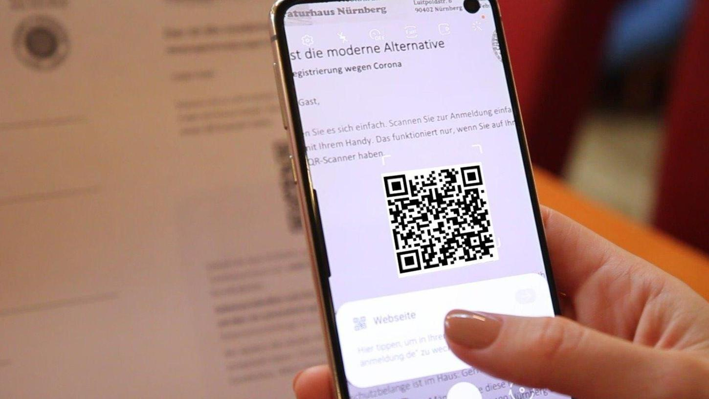 Mit einer kostenlosen App geht die Gästeregistrierung per QR-Code ganz einfach – und vor allem Datenschutz konform.