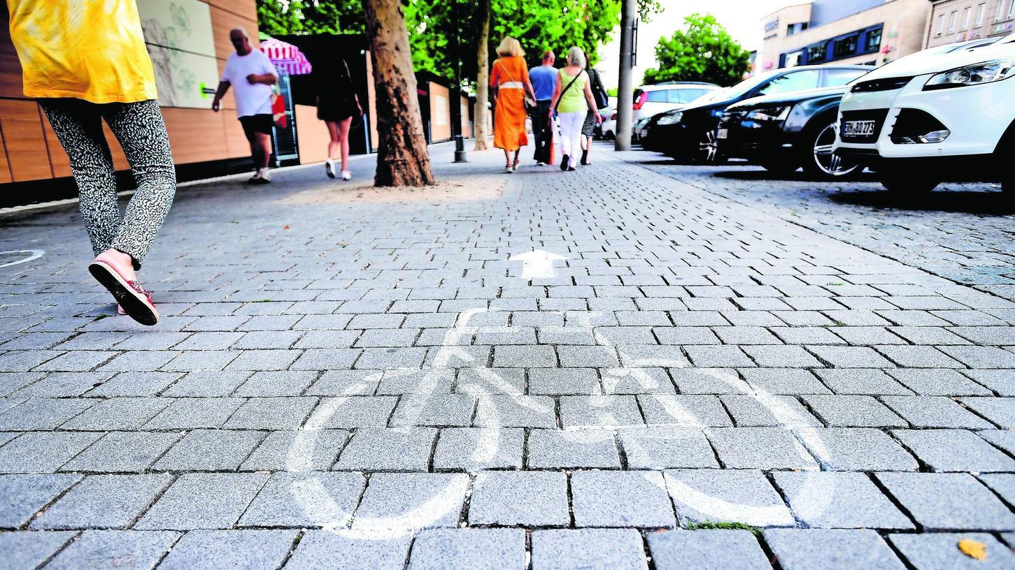 Damit klar ist, für wen der Weg bestimmt ist, ließ die Stadt entsprechende Symbole aufbringen.