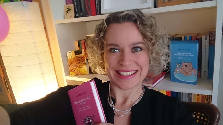 Ein Date mit der Kneipenkatze: NN-Kolumnistin Anette Röckl liest am Valentinstag in ihrem Wohnzimmer live  aus ihren Kolumnen