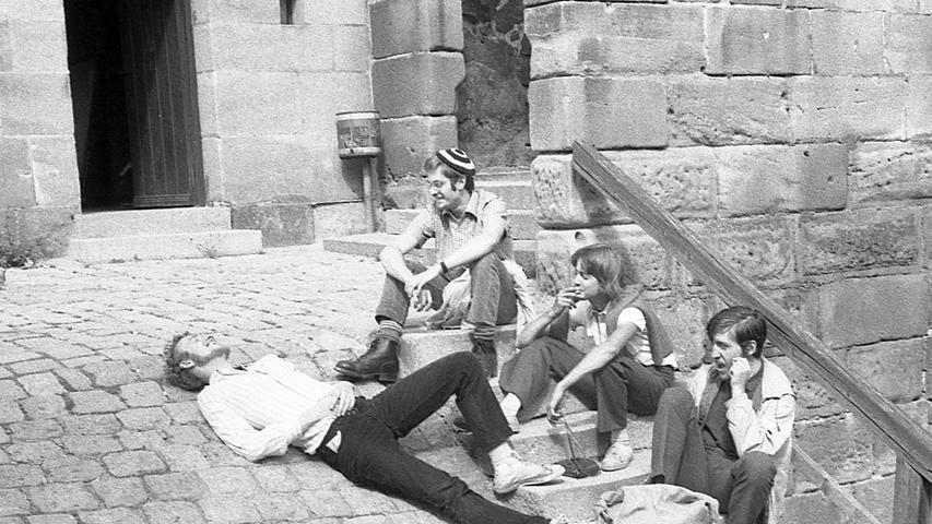 In Nürnbergs Jugendherberge auf der Burg ist Hauptsaison. Mit dem Ansteigen der Übernachtungen wächst auch der Ärger, der auf das Herbergsehepaar Wilhelm und Maria Tietz zukommt. Hier geht es zum Kalenderblatt vom21. August 1970: Kulisse ersetzt den tiefen Schlaf.