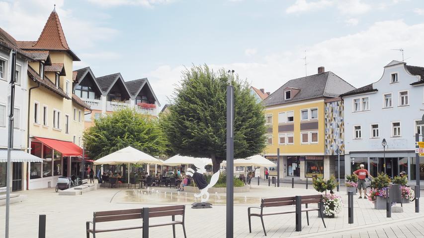 Los geht die Wanderung am Treuchtlinger Bahnhof und über den Wallmüllerplatz (Foto) im Stadtzentrum.
