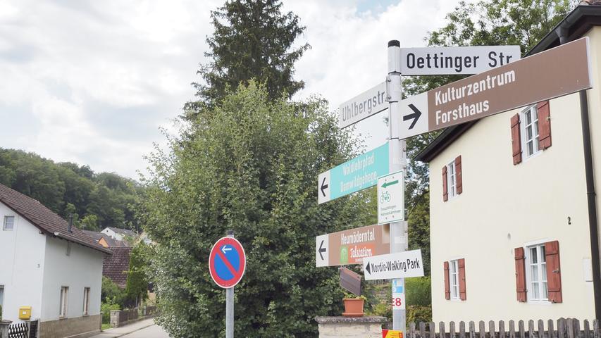 Von dort geht es die Uhlbergstraße aus der Stadt hinaus.