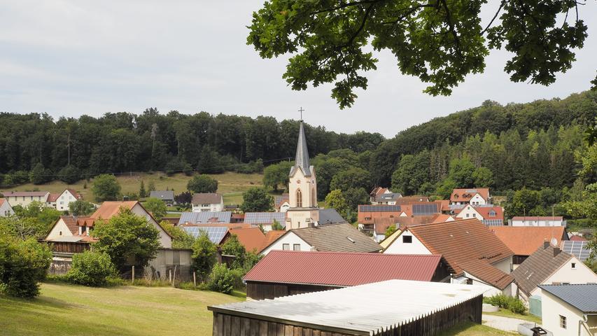 Windischhausen mit seiner Kirche St. Zeno.