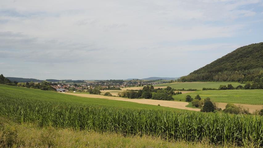 Bald darauf wird der größte Treuchtlinger Ortsteil sichtbar, rechts im Bild befindet sich der Viersteinberg.