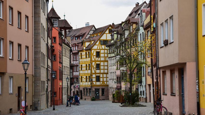 Viele kleine bunte Gassen und Straßen gibt es in Nürnberg zu erkunden.