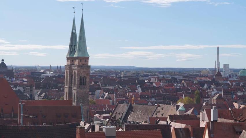 Die Türme der Kirche St. Sebald sind der Blickfang bei diesem Schnappschuss.