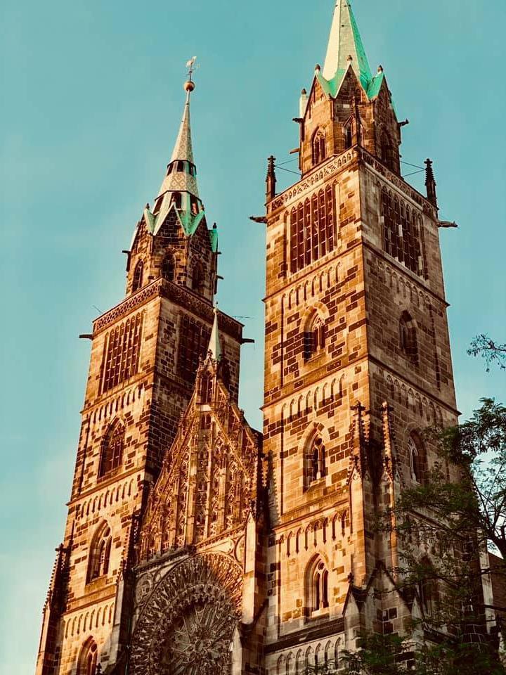 Ein weiteres beeindruckendes Bild von der Lorenzkirche. Sie ist eines der wichtigsten Wahrzeichen Nürnbergs.