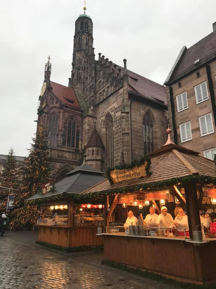 Drei im Weggla to go: Die gibt's hier am Christkindlesmarkt.