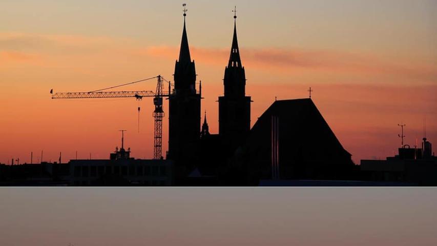 Wie eindrucksvoll Nürnberg bei der Dämmerung wirkt, wird hier deutlich.