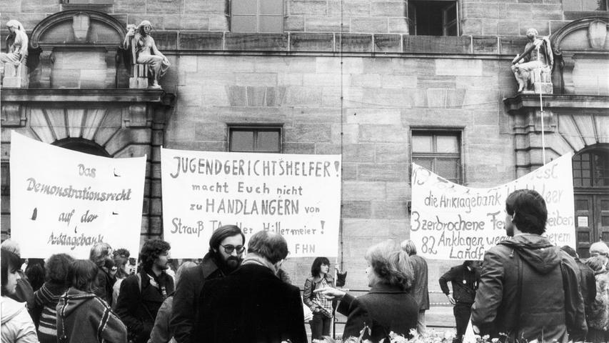 Auch zu Prozessbeginn hielten die Protestkundgebungen der Nürnberger Bevölkerung an. Von den 141 Verhafteten sollten laut Justizpressestelle vor Gericht angeklagt werden. Somit saßen mindestens 63 Personen unschuldig im Gefängnis. Am 3. November 1981 begann der Prozess gegen zehn Angeklagte. Ähnlich wie bei einem Schwerverbrecherprozess sicherten bewaffnete Polizeikräfte das Gerichtsgebäude.