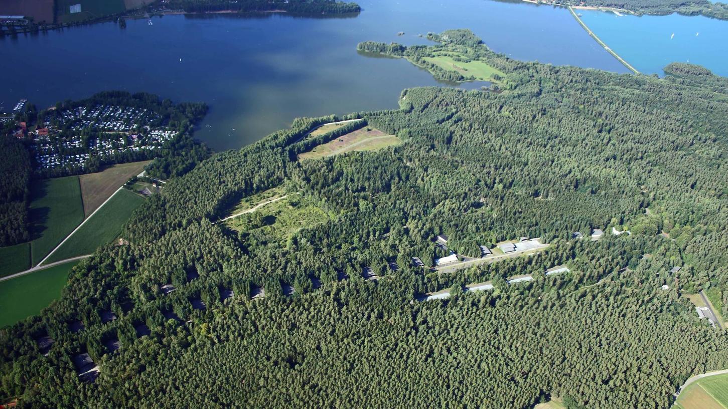 Auf dem rund 150 Hektar großen Gelände zwischen Langlau und Brombachsee war bis Ende 2007 die Munitionsanstalt (Muna) der Bundeswehr und bis 1992 das Corps Depot der U.S. Army untergebracht. Nun will hier Center Parcs eine Ferienanlage bauen.