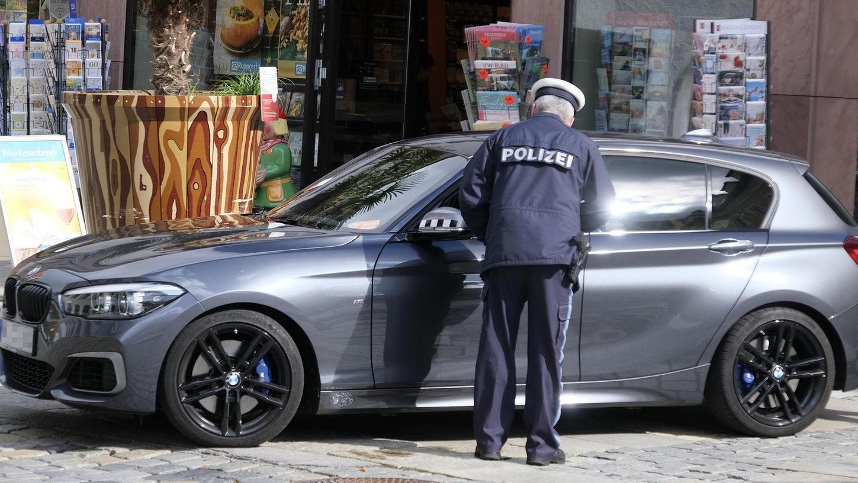 Dass die Durchfahrt verboten ist interessiert manche Autofahrer nicht. Künftig hat neben der Polizei auch der Zweckverband Kommunale Verkehrssicherheit Oberpfalz ein Auge auf die Fußgängerzone in der Innenstadt.