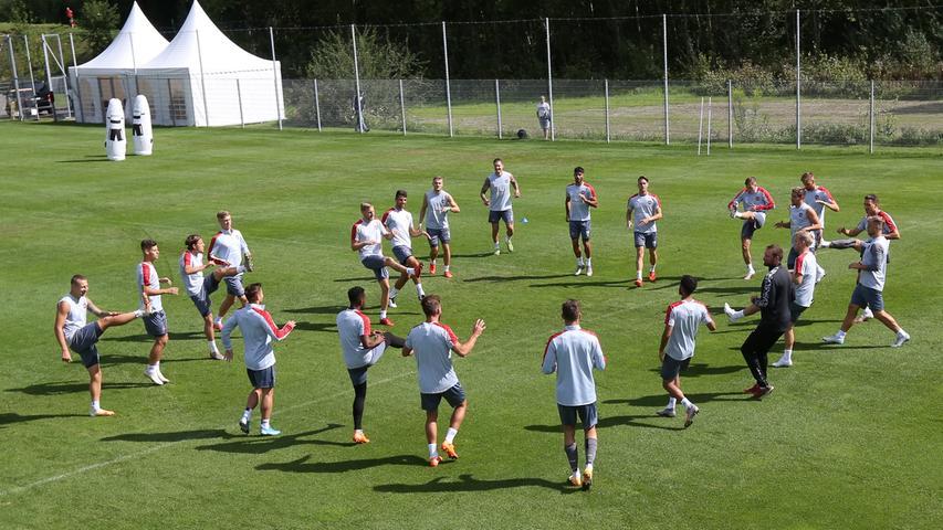 25.08.2020 --- Fussball - 2. Bundesliga - Saison 2020 2021 --- 1. FC Nürnberg FCN Club --- Trainingslager Saalfelden --- Foto: Sportfoto Zink/Daniel Marr/ --- ......Mannschaft / Team des FCN wärmt sich auf
