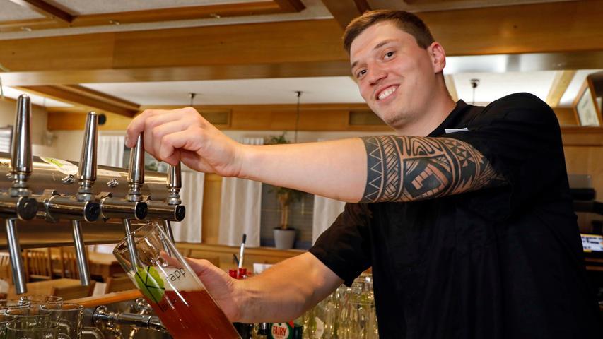 Begonnen habe es 2019, so erzählt es Marco Krapp, als er mit seinem Vater (der die Gastwirtschaft auch schon in zweiter Generation führt, Marco ist also der Dritte) erstmals erwog, ein eigenes Bier zu sieden.