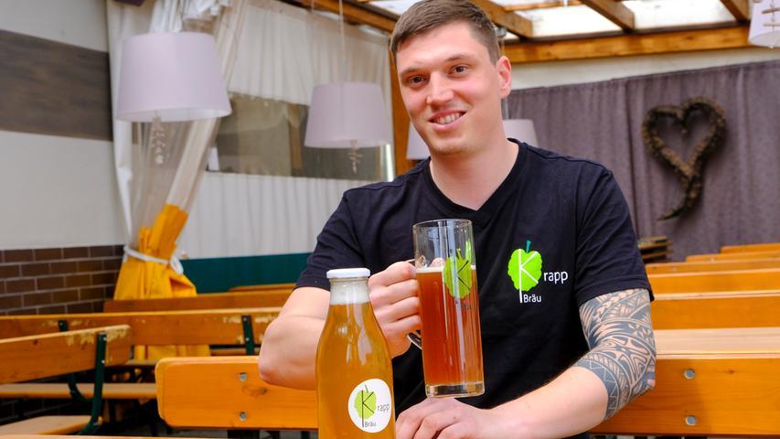 Drei eigene Biersorten reicht er seitdem an seine Gäste aus: ein Helles, ein Keller- beziehungsweise Landbier und eine Weizensorte.