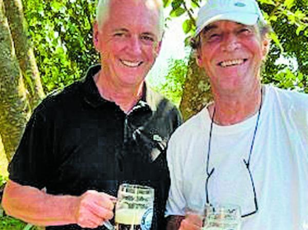Freude beim Wiedersehen: Klaus Weber (links) mit Horst Weyerich.