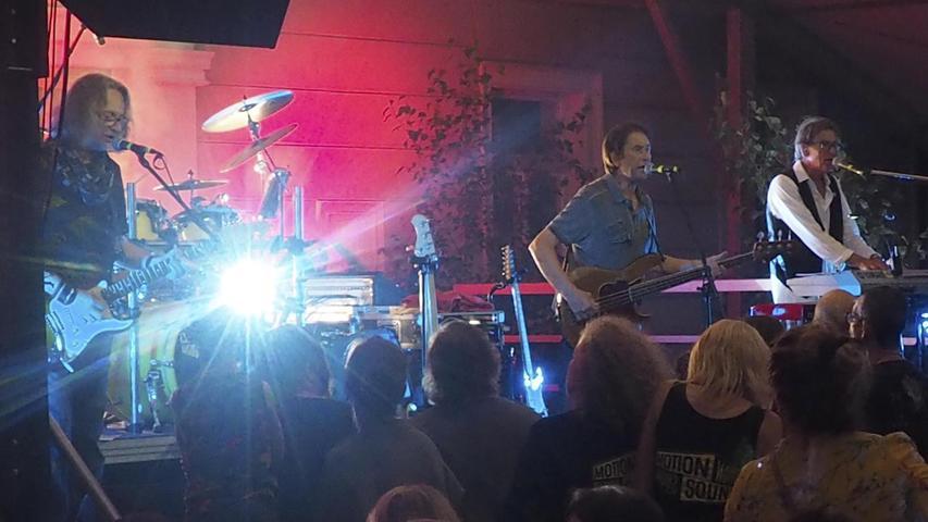 """Große Attraktion beim Altstadtfest ist jedes Jahr auch das Musikprogramm auf verschiedenen Bühnen in der Stadt. Hier ein Bild vom Auftritt der Band """"Motion Sound""""."""