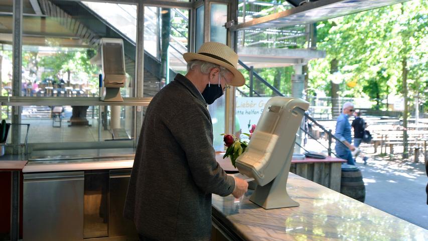 Senior-Chef Fritz Engelhardt in Aktion.