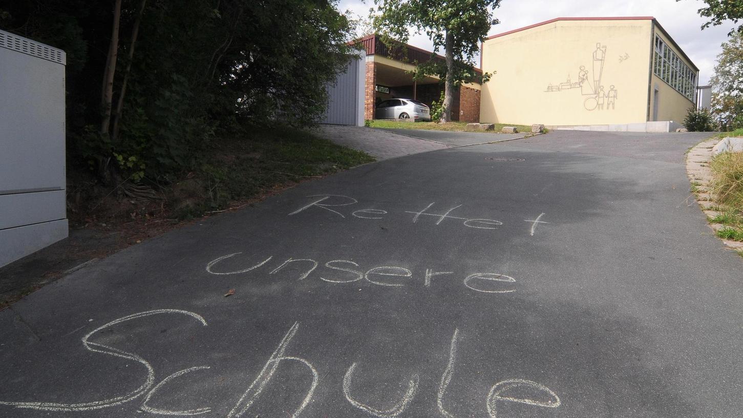 Auch die Kinder haben sich für ihre Schule mit dieser Aktion eingesetzt. Der Ort Schnabelwaid hat in der Schulkrise zusammengehalten. Mit Erfolg.