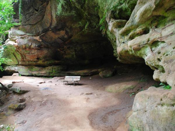 Die Gustav-Adolf-Höhle. Hier wohnte der Schwedenkönig Gustav Adolf 1632 nach einem Sieg im Dreißigjährigen Krieg einer Predigt des Nürnberger Pfarrers Cornelius Mareius bei.