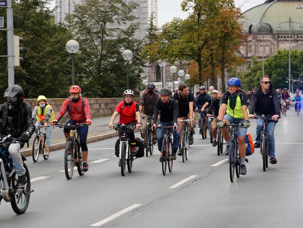 Nürnberg , am 28.08.2020..Ressort: Lokales Foto: Michael Matejka..Richard-Wanger-Platz, Opernhaus, Frauentorgraben, Critical Mass..Critical Mass Fahrrad-Demo..Serie:1 Bild von 16