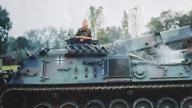 Der 40-Jährige Ronny B.war laut eigenen Angabenacht Jahre lang als Bundeswehrsoldat im Range eines Stabsunteroffiziers im Einsatz, unter anderem in Afghanistan.