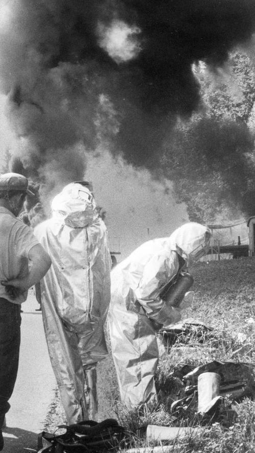 Am 19.September 1970 brachwährend Reparaturarbeiten am unterirdischen Erdgaslager Eschenfelden an einem Bohrloch ein Brand aus. Eine 30 Meter hohe Flamme schoss in den Himmel - es rauschte und zischte ohrenbetäubend. Die Rauchsäule war noch bis in das 15 km entfernte Sulzbach-Rosenberg zu sehen. Zahlreiche Feuerwehren – unter anderem auch aus Nürnberg – versuchten den Brand zu löschen.