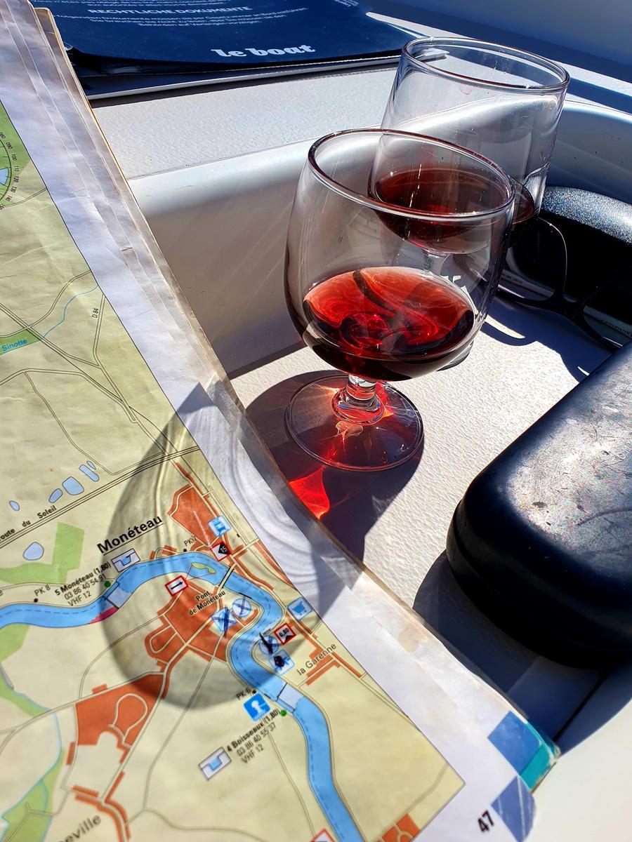 Mit dem Camper und dem Hausboot durchs Burgund