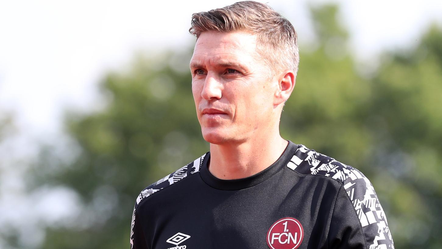 Noch ein Jahr Vertrag: Sportvorstand Dieter Hecking geht davon aus, dass Tobias Schweinsteiger auch 2021/22 Co-Trainer beim 1. FC Nürnberg bleibt.