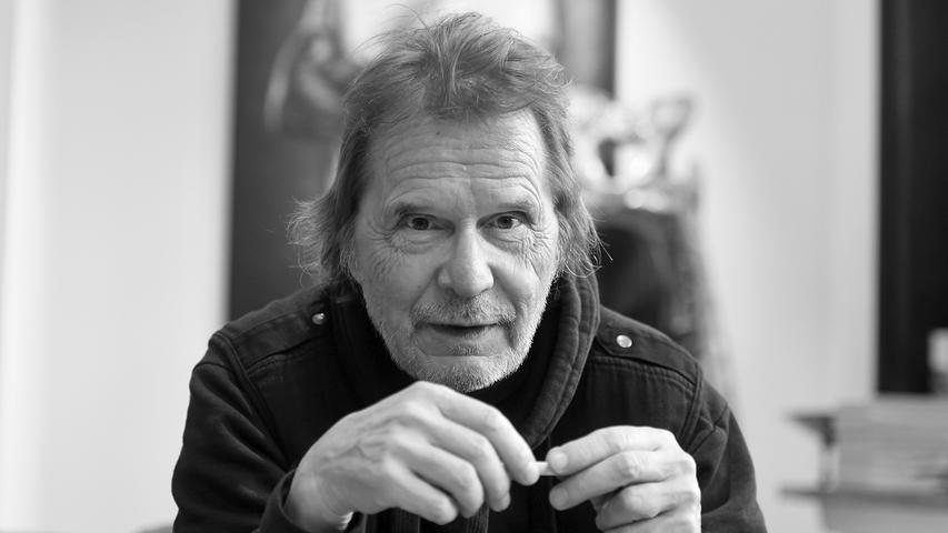 Deutschlands bekanntester Cartoonist Uli Stein ist im August in seinem Haus bei Hannover gestorben. Bekannt wurde der Künstler durch seine drolligen Mäuse, Pinguine, Hunde und Katzen.