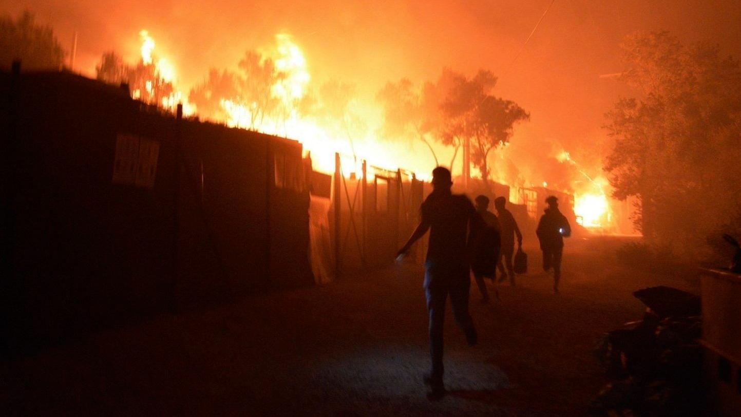 Sechs Monate nach dem Brand in Moria kommen zwei Familien nach Erlangen, um vor Ort Schutz und Zuflucht zu erhalten.