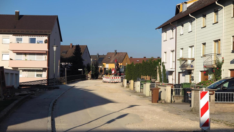 Die Johann-Lindner-Straße am Galgenbuck wird derzeit ausgebaut. Unter anderem wird dabei der Gehsteig mittels Absenkungen barrierefrei – ein Ansinnen, das bisher der Senioren- und nun auch der Behindertenbeirat vielerorts verfolgen.