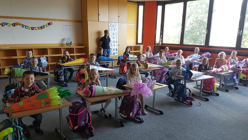 Volles Haus im Zimmer der Klasse 1a von der Grundschule Creußen.