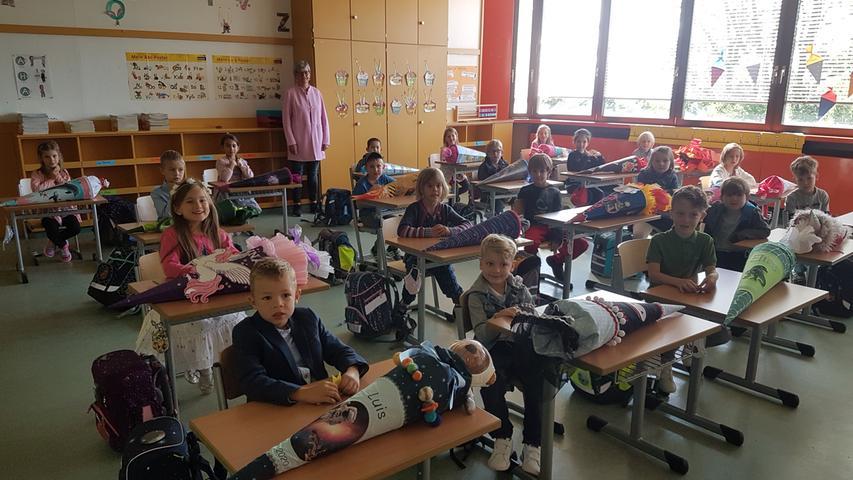 Hungrig auf Wissen und voller Erwartung blicken die Schülerinnen und Schüler der Klasse 1b ihrem ersten Schuljahr an der Grundschule Creußen entgegen.
