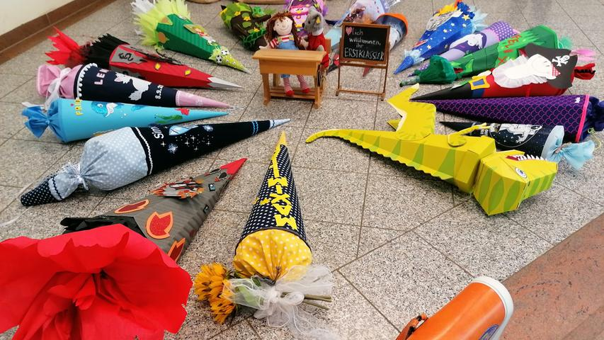 Die Grundschule Auerbach präsentiert ihre neuen ABC-Schützen dieses Jahr mal anders. Ist das schon Kunst?