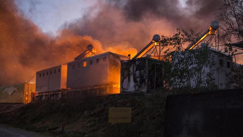 Das Flüchtlingslager Moria brannte vergangene Nacht erneut. Nun wird debattiert, wer die Schutzsuchenden aufnehmen soll.