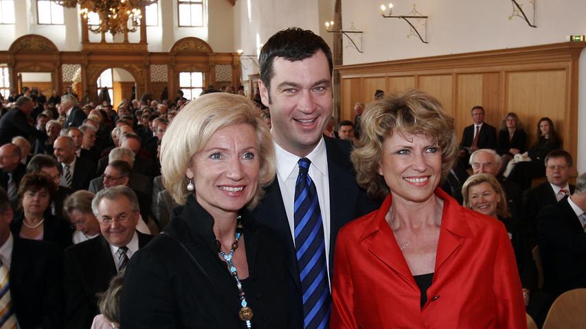 Geballte CSU-Power aus Nürnberg: Beim Empfang zum 60. Parteijubiläum der CSU-Bezirksverbände im Historischen Rathaussaal 2006 lächeln Julia Lehner, Markus Söder und Dagmar Wöhrl (von links) in die Kamera. Lehner ist mittlerweile zweite Bürgermeisterin von Nürnberg, Wöhrl saß von 1994 bis 2017 für die CSU im Bundestag. Söder, damals noch CSU-Generalsekretär, ist mittlerweile Ministerpräsident.
