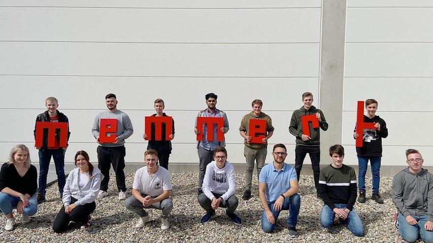 Memmert mit Sitz in Schwabach und Produktionsstandort in Büchenbach, Hersteller von Klima- und Temperiergeräten, durfte 14 neue Auszubildende an den beiden Standorten in Schwabach und Büchenbach begrüßen. In den Ausbildungsberufen Industriekaufmann (m/w/d), Fachinformatiker für Systemintegration (m/w/d), Industrieelektriker für Geräte und Systeme (m/w/d), Elektroniker für Geräte und Systeme (m/w/d), technischer Produktdesigner (m/w/d), Fachkraft für Metalltechnik (m/w/d), Industriemechaniker (m/w/d) sowie Fachkraft für Lagerlogistik (m/w/d) werden den neuen Mitarbeitern vielfältige Inhalte in der betrieblichen Praxis vermittelt. Mit dem Start des neuen Azubi-Jahrgangs beschäftigt Memmert insgesamt 38 Auszubildende in elf Berufen.