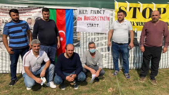 Vor dem Bamf: Aserbaidschaner treten in den Hungerstreik