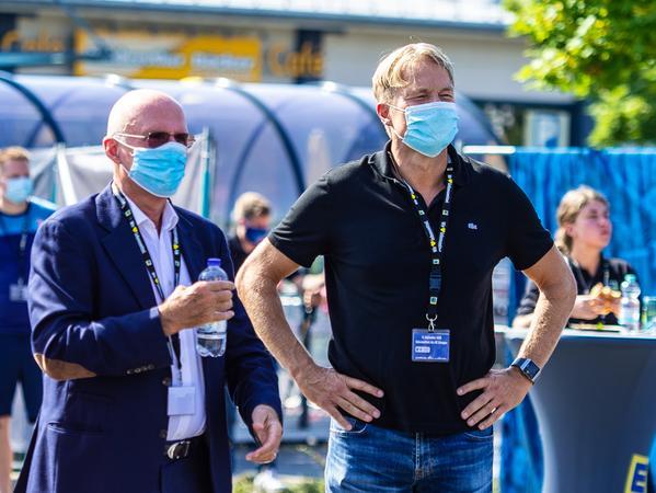 Zuschauen macht Spaß: Aufsichtsratsboss Carsten Bissel (rechts) - hier mit Alexander Fackelmann - weiß um den enorm positiven Effekt, welchen die Fans dem HCE bringen.