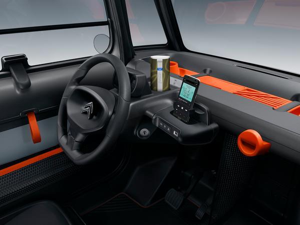 Auch innen ungewöhnlich: Ami-Cockpit.