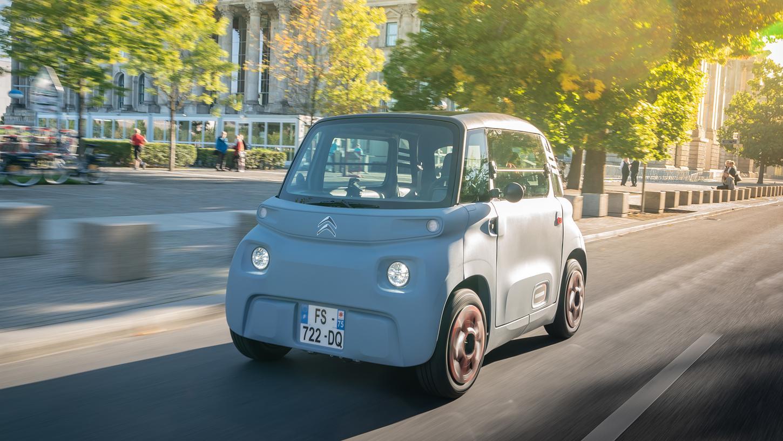 Hier ist er in seinem Element: Citroën Ami im Stadtverkehr von Berlin.