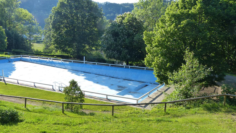 Wann die Sanierung des Bades beginnen kann, steht aktuell noch nicht fest.