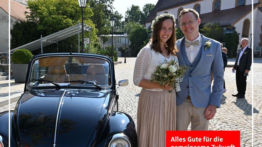 """An ihrem Ausbildungsplatz bei Siemens, vor über zwölf Jahren, haben sich Katharina Schick und Thomas Maier kennen und lieben gelernt. Bei den beiden IT-Spezialisten hatte es schon bald """"am Computer"""" gefunkt und sie sind seither ein unzertrennliches Paar. In der Neumarkter Residenz gaben sie sich nun vor dem Standesbeamten im Beisein der Familien das Jawort . Das Brautpaar fuhr mit einem schwarzen Oldtimer VW Käfer zur Hochzeit. Der 31-jährige Neumarkter wohnt mit seiner Ehefrau, die aus Teuchatz/Bamberg stammt, in Erlangen."""