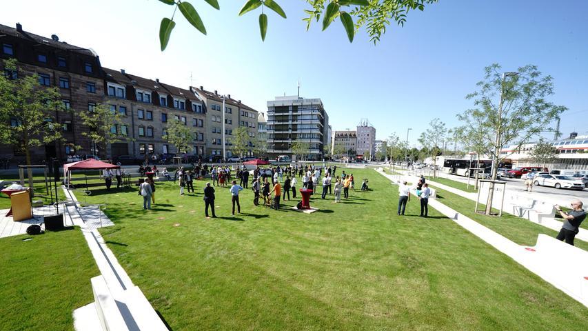 Mehr Grün und Platz für Räder: Nelson-Mandela-Platz eingeweiht