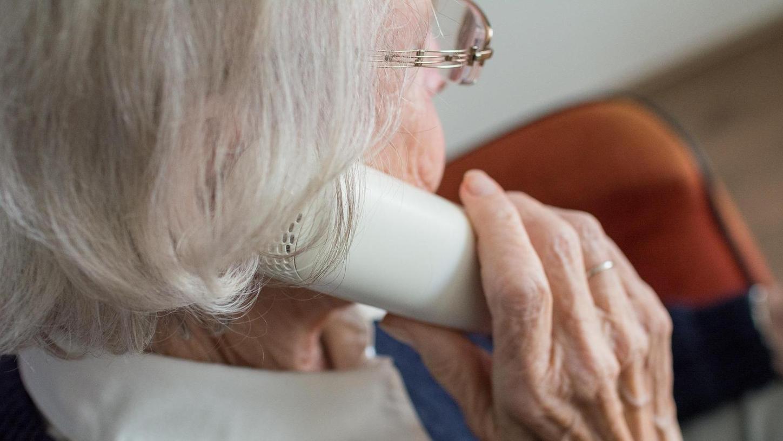 Symbolbild: Eine Seniorin in Kunreuth ist um ihr Geld betrogen worden, in ganz Deutschland schlugen die Täter zu.