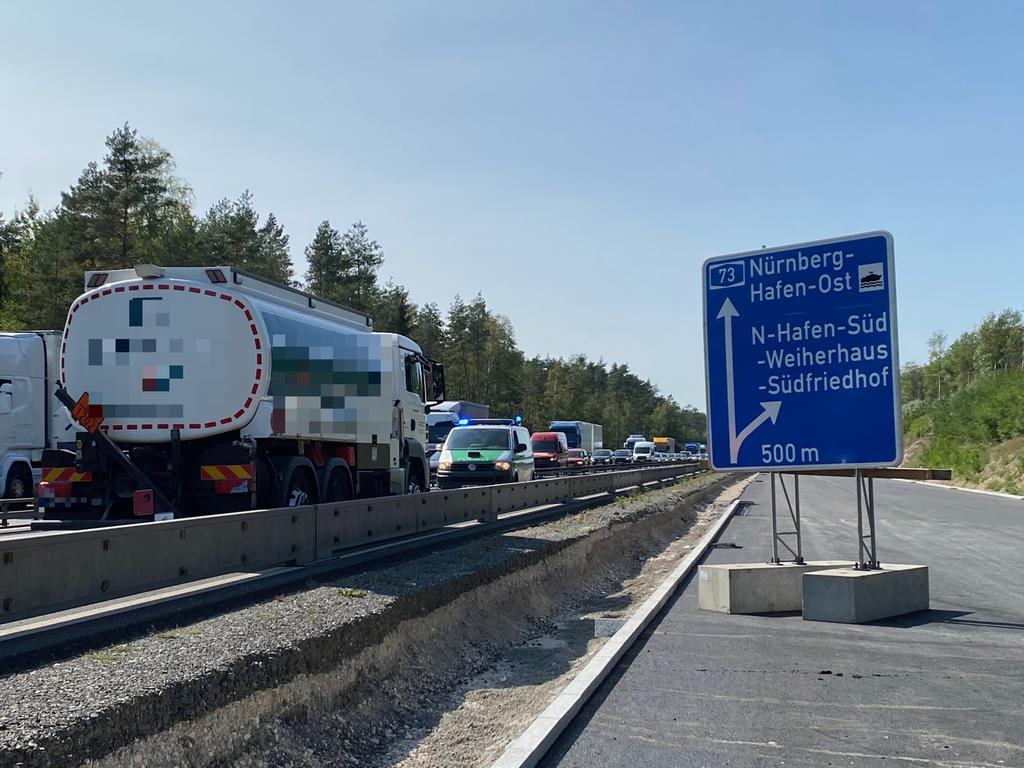 Unfall A73 Motorradfahrer zwischen Königshof und Kreuz Nürnberg Hafen tödlich verletzt